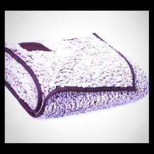 VIctoriasecret Pink Sherpa Blanket lavender/purple